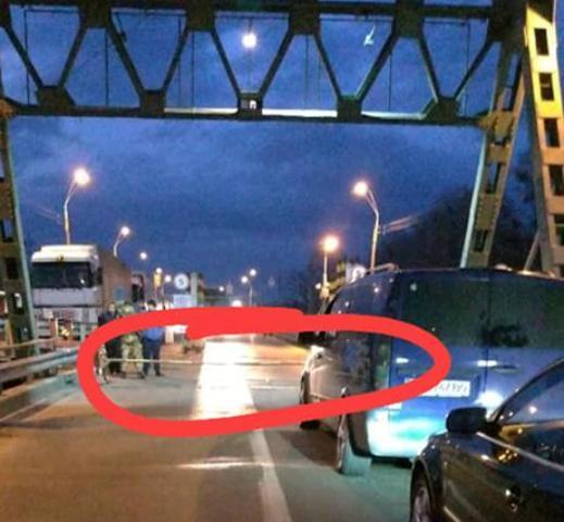 На одному з пунктів пропуску Закарпаття призупинено рух через пікет (ФОТО), фото-1