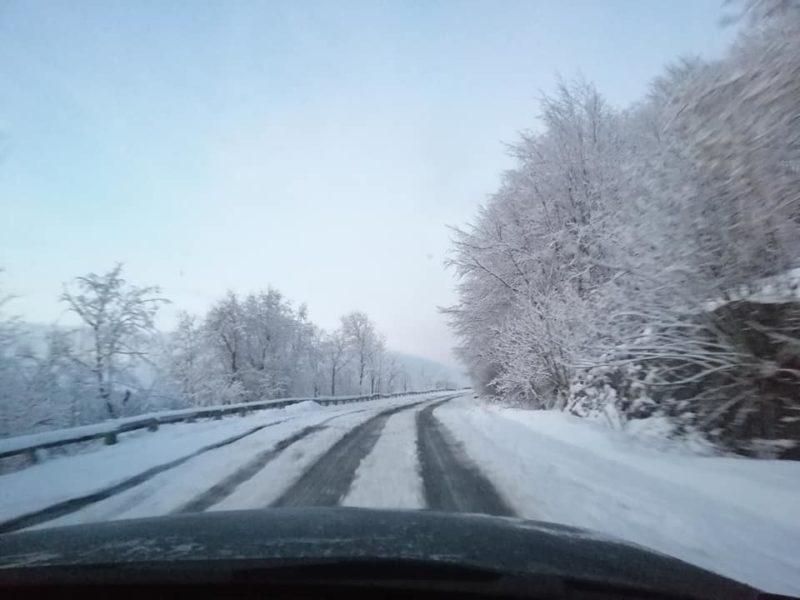 Весна затримується: один з Закарпатських перевалів замело снігом (ФОТО, ВІДЕО)