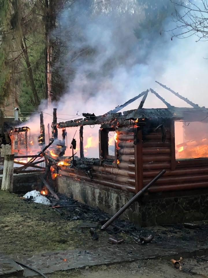 """Нові деталі масштабної пожежі у санаторії """"Карпатія"""", що у селі Шаян (ФОТО)"""