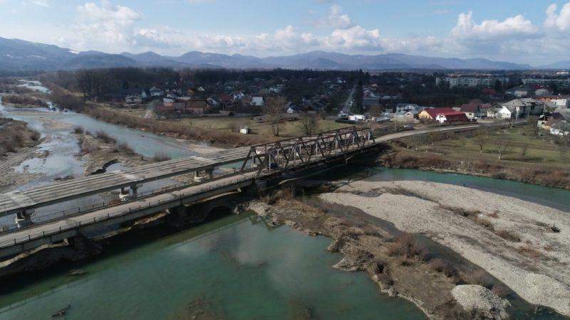 Горе-міст через річку Теребля на Тячівщині і досі бентежить місцевих (ВІДЕО)