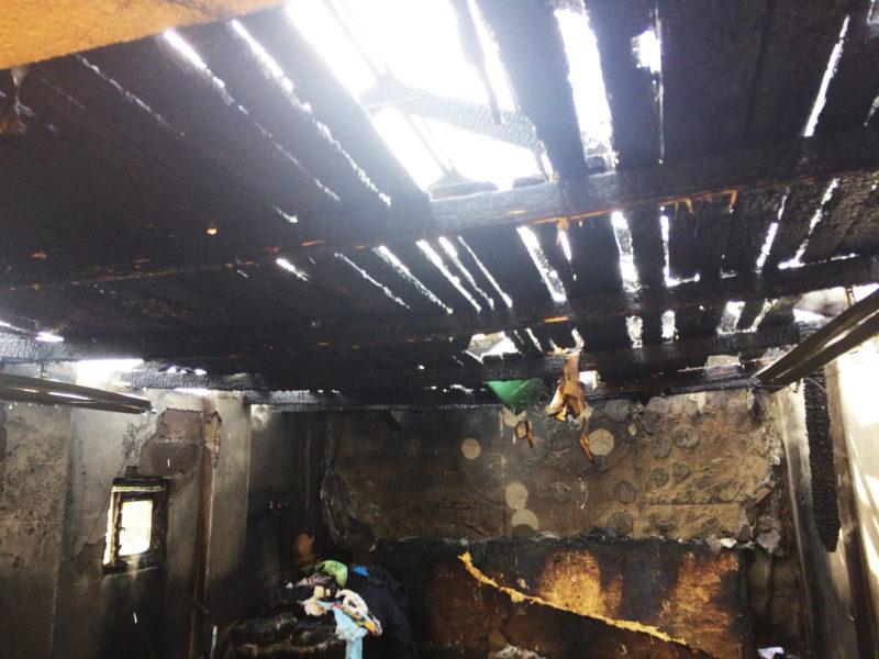Спалахнуло за лічені хвилини: Виноградівські вогнеборці боролися з вогнем на приватному домогосподарстві (ФОТО)