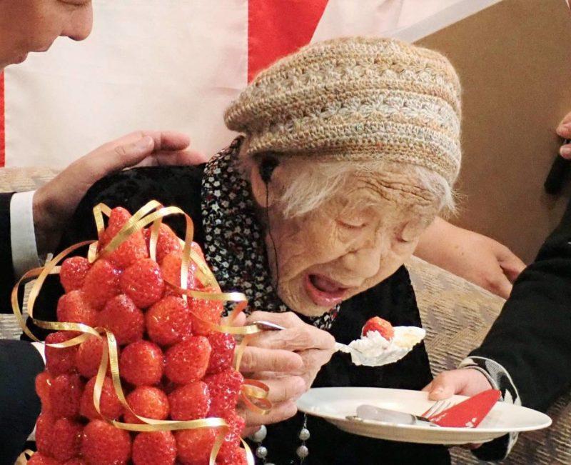 Стало відомо хто найстаріша людина у світі (ФОТО)