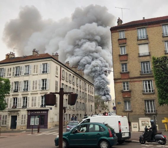 У Парижі спалахнув Версаль: з'явилося перше відео (ВІДЕО)