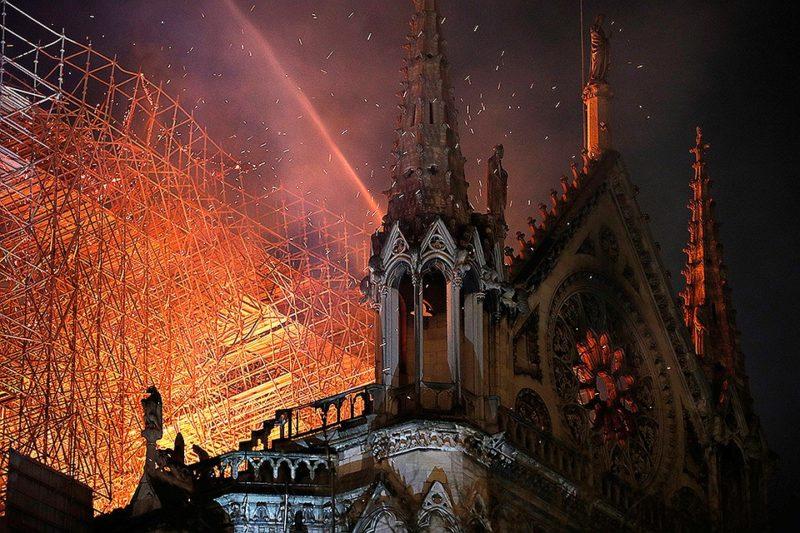 Пожежа в Нотр-Дам: Віктор Гюго майже 200 років тому передбачив трагедію
