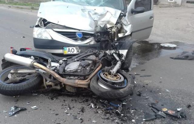 У Мукачеві під колеса авто потрапив неповнолітній водій байку