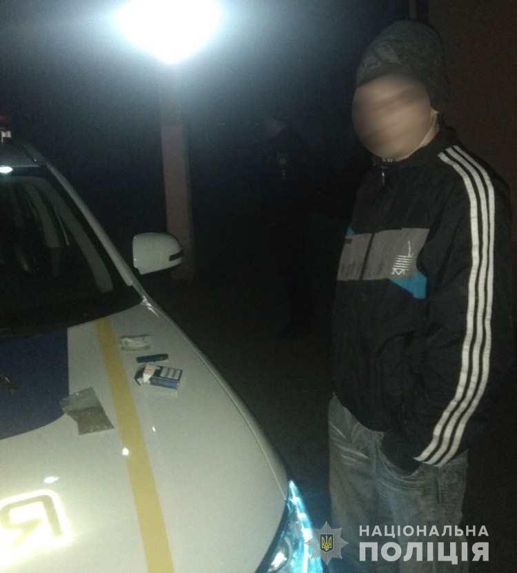 Поліцейським Берегівщини вдалося затримати злочинця за зберігання заборонених речовин (ФОТО)