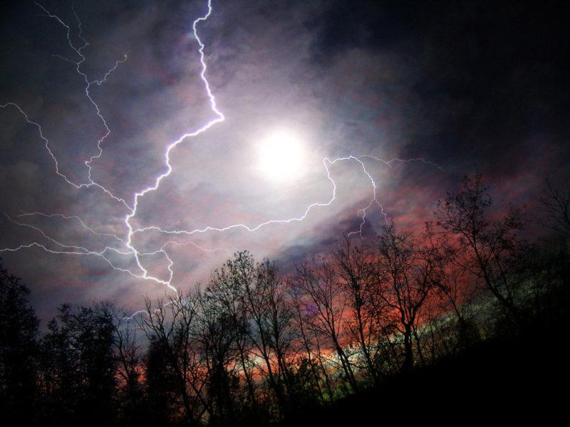 На Закарпаття суне шторм