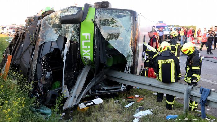 У Німеччині на автобані перекинувся пасажирський автобус, одна людина загинула