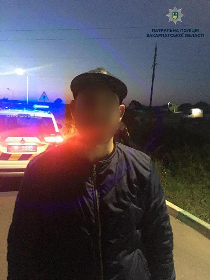 Захотів легкої наживи: у Мукачеві затримано водія-шахрая (ФОТО)