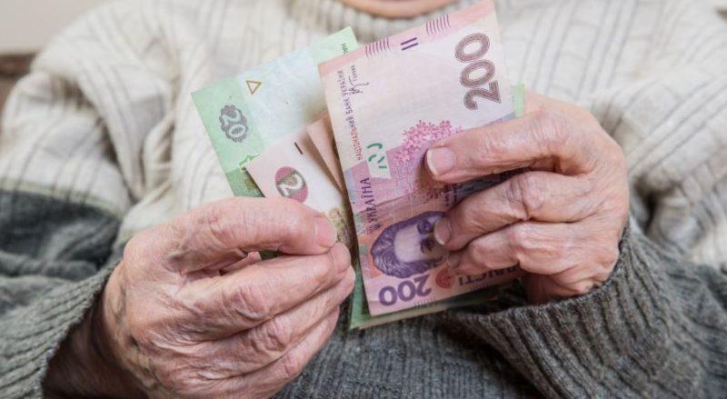 Пенсіонери у Мукачеві отримують трохи більше двох тисяч