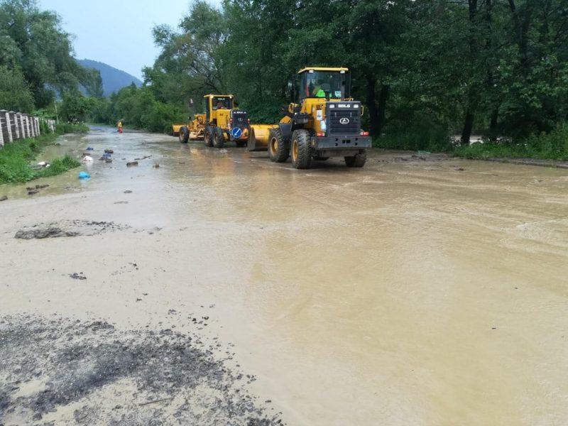 Негода наробила біди на Рахівщині: на автошлях Н-09 зійшов селевий потік (ФОТО)
