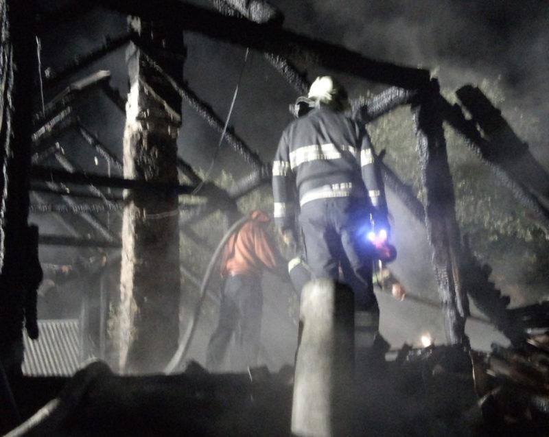 Масштабна пожежа на Міжгірщині ледь не забрала життя власника будинку (ФОТО)