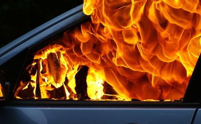У Виноградівському районі загорівся Volkswagen