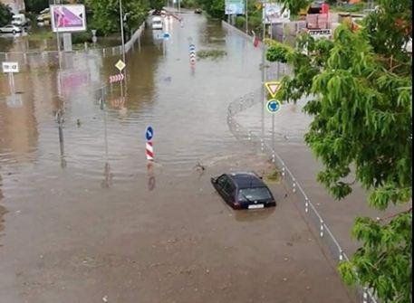 Румунія та Болгарія потерпають від небачених паводків (ВІДЕО)