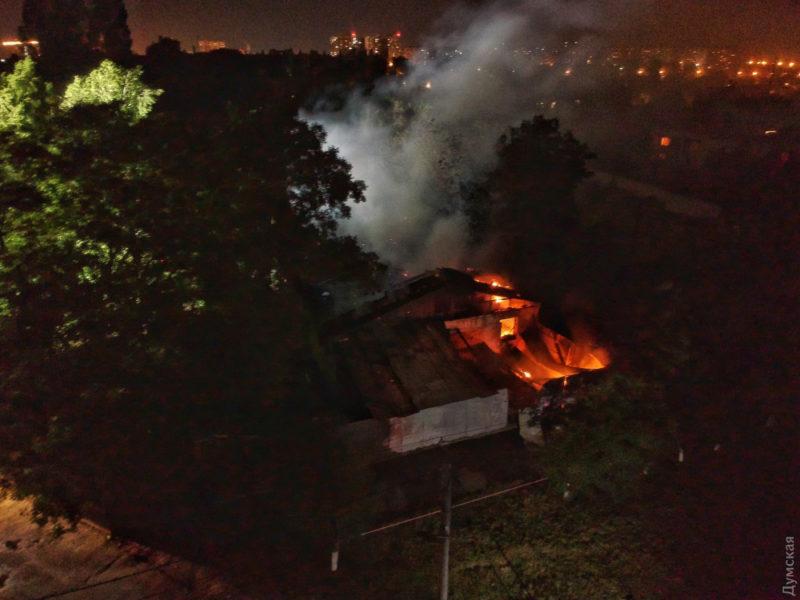 Страшна пожежа в Одесі: горіла психіатрична лікарня, є загиблі (ВІДЕО)