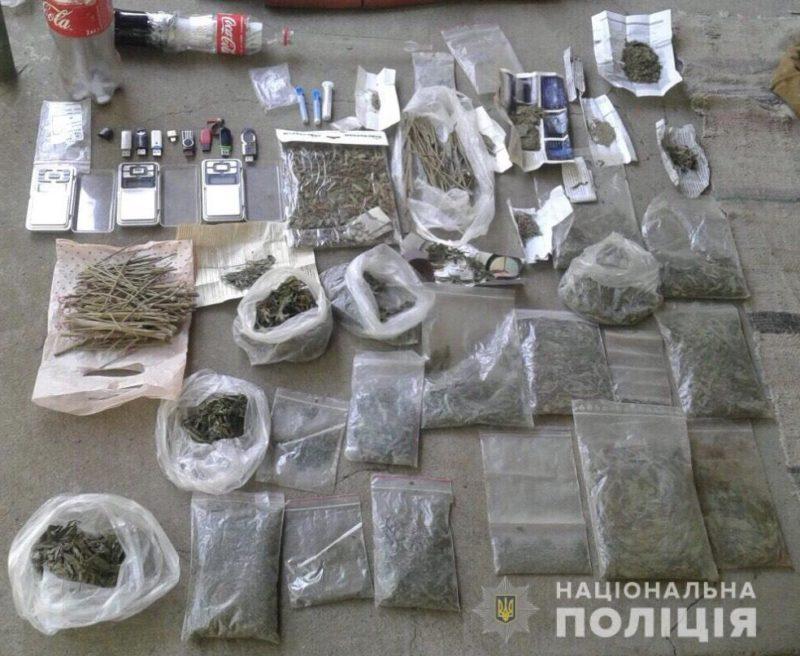 Під час обшуку у жителя Мукачівщини знайдено та вилучено заборонені речовини (ФОТО)