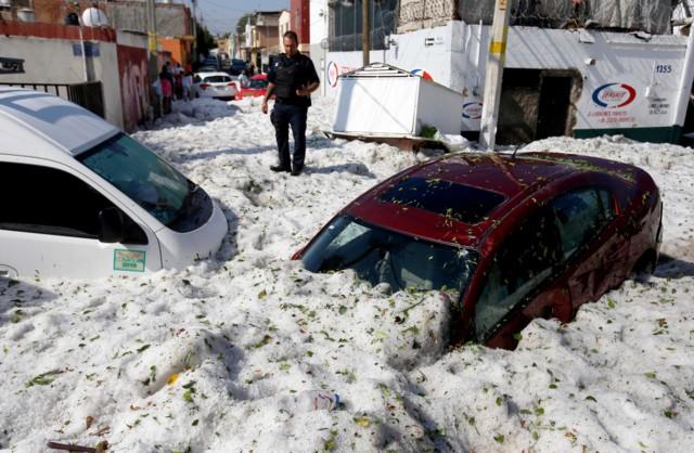 Снігопад при +30: в найбільшому місті Мексики випало 1,5 метра снігу (ВІДЕО)