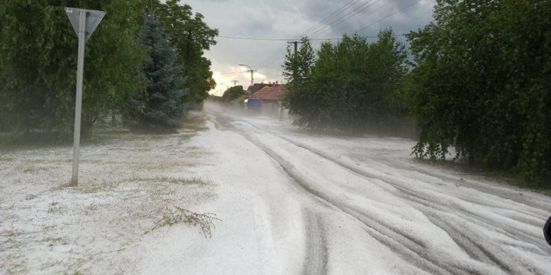 Липневий сніг у сусідній Угорщині спричинив дорожній колапс (ФОТО, ВІДЕО)