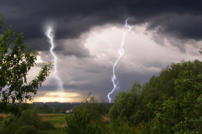 Завтра на Закарпатті прогнозують дощі, грози та туман