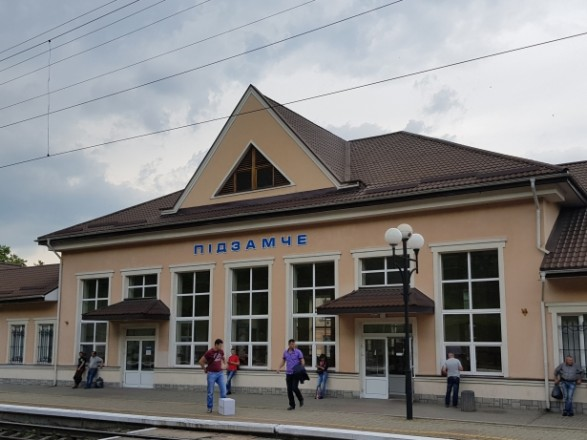 Лежав прямо на колії: у Львові на залізничній станції знайшли тіло невідомого чоловіка