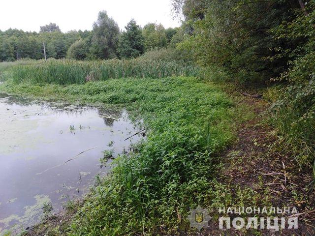 Болотна пастка: чоловік провів у болоті дві доби та боровся за життя