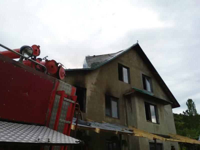 Горів житловий будинок: нові подробиці масштабної пожежі на Хустщині (ФОТО)