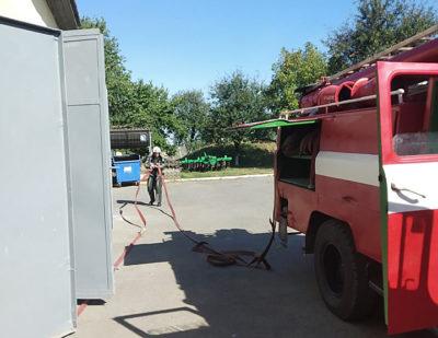 Прикордонники та рятувальники боролися з вогнем: відомо, що сталось у Паладь-Комарівцях на Закарпатті (ФОТО)