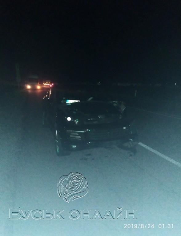 Потрійне зіткнення: моторошна ДТП цієї ночі паралізувала рух трасою Київ-Чоп (ФОТО)