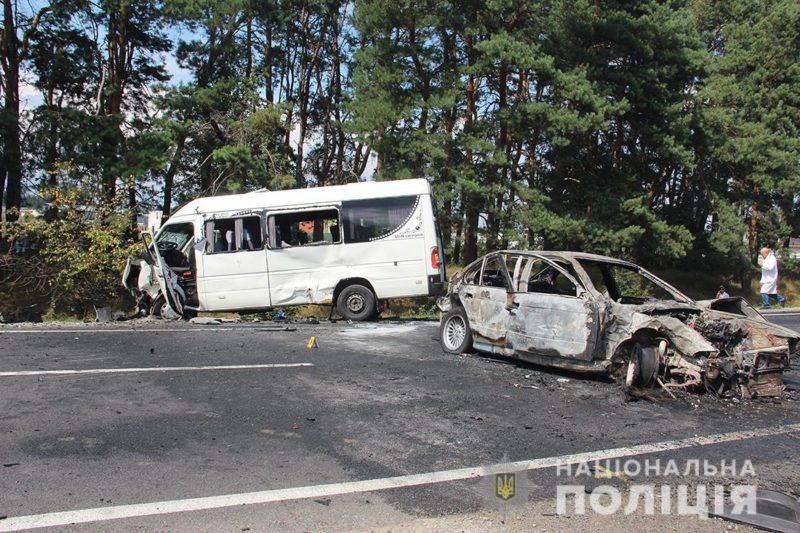 У страшній ДТП постраждало 24 людини (ФОТО)