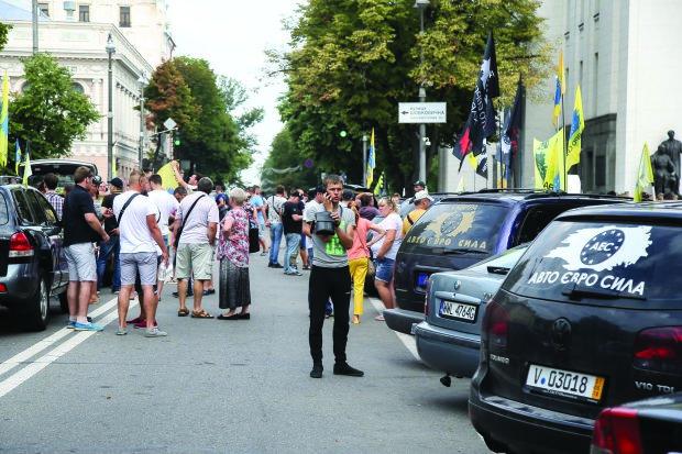 Євробляхерів почнуть штрафувати з 22 серпня: українцям доведеться віддати останнє, інфографіка