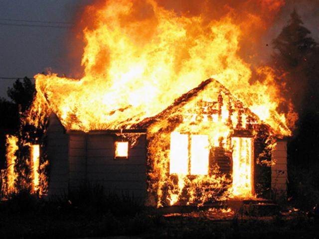 На Рахівщині, під час пожежі, власник будівлі отримав опіки