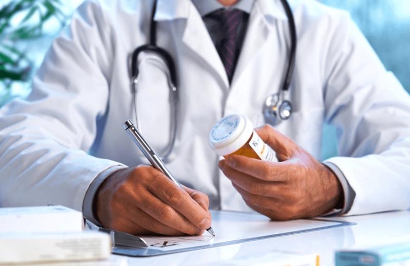 Аби працювати далі, закарпатські лікарі змушені пройти тестування