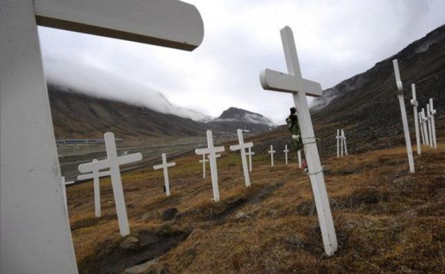 Труни піднімаються з землі, священики розводять руками: що відбувається на відомому кладовищі