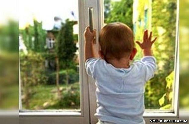 Випала з вікна дев'ятого поверху: у Чернігові загинула дворічна дитина