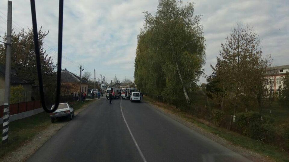 Водіїв госпіталізували: на Закарпатті лоб у лоб зіткнулись два легковика (ФОТО), фото-5