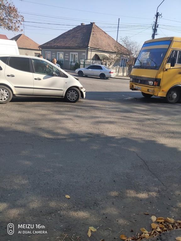 Лобове зіткнення: в Іршаві ДТП за участі автобуса (ФОТО)