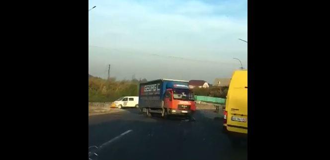 У Мукачеві біля берегівського мосту сталася ДТП (ВІДЕО)