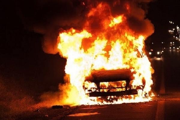 Загорілася без причини? У Мукачеві під вечір горіла автівка