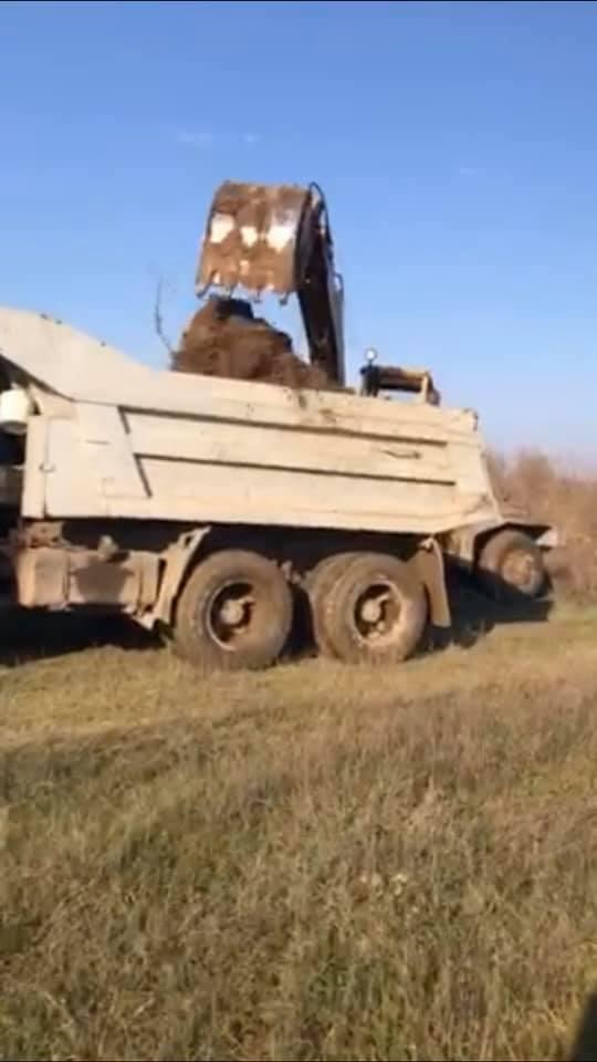 На Мукачівщині незаконно видобували піщану суміш (ФОТО)