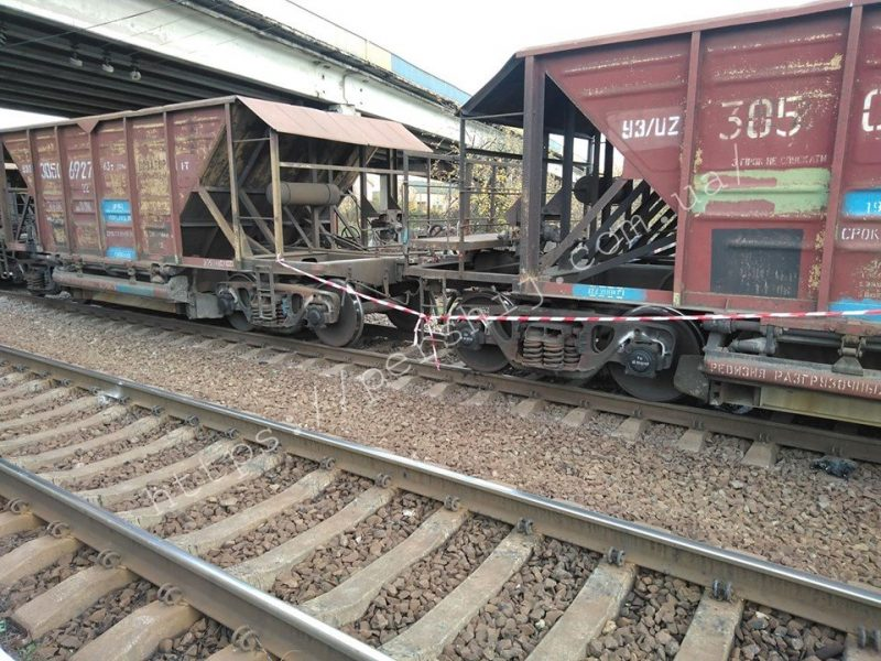 Водій не встиг загальмувати: на Закарпатті чоловіка збив поїзд (ФОТО, ВІДЕО)