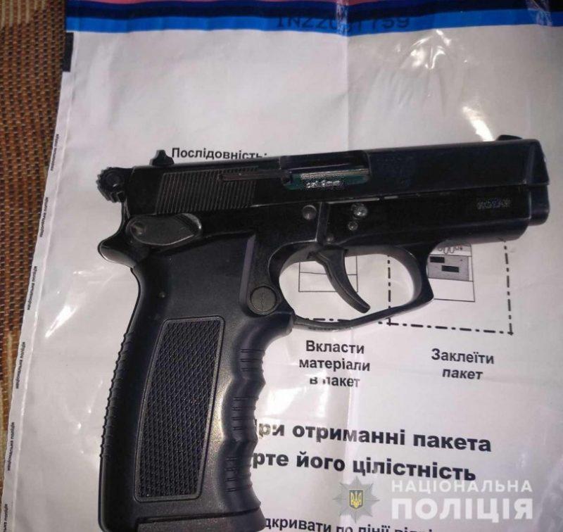 Знайшли зброю: на Мукачівщині поліція провела обшуки помешкання місцевого жителя (ФОТО)