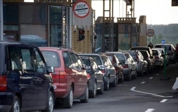 Черги на закарпатських КПП: число автівок добігає сотні