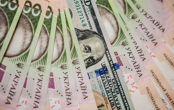 Долар та євро втрачають в ціні: курс валют на 2 грудня