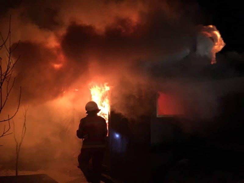 Масштабна пожежа на Тячівщині : вогонь вмить охопив житловий будинок