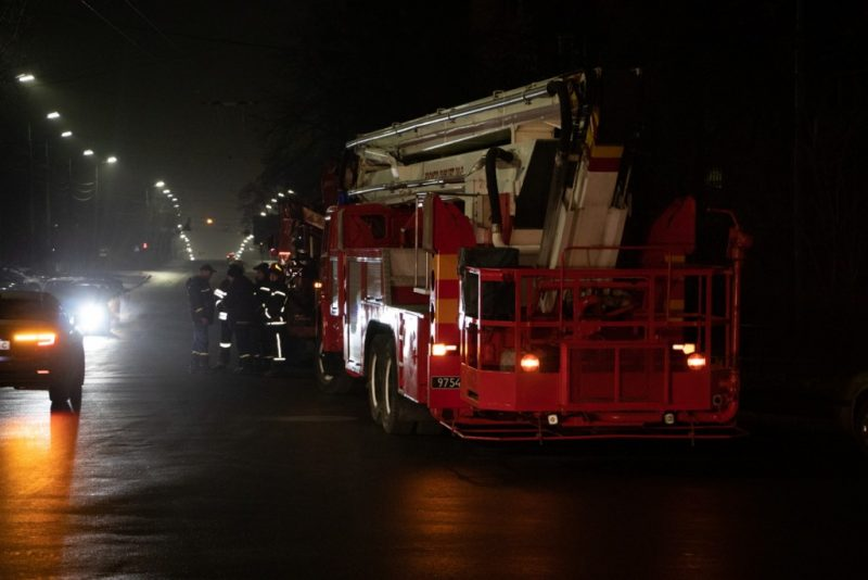 Пожежа у гуртожитку: понад 300 студентів евакуювали (ФОТО, ВІДЕО)