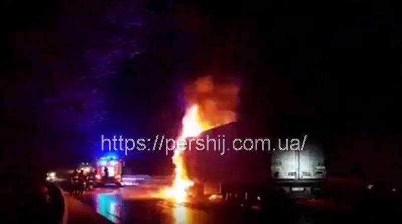 Пожежа на Свалявщині: На трасі горіла фура (ВІДЕО)