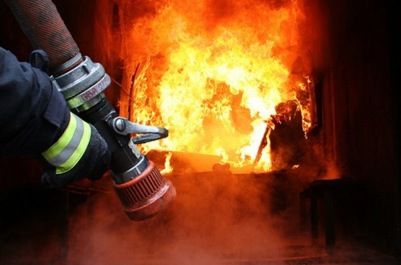 Горіло все – гараж, мопед, квадроцикл: у Мукачеві масштабна пожежа
