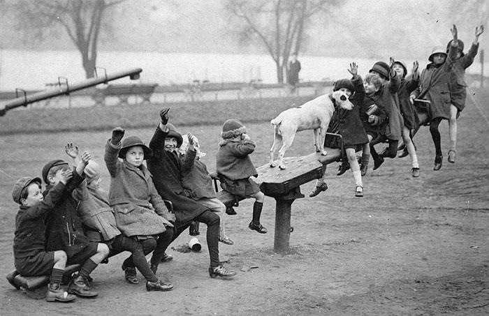 Чим займалися діти, коли не було ґаджетів: архівні фото