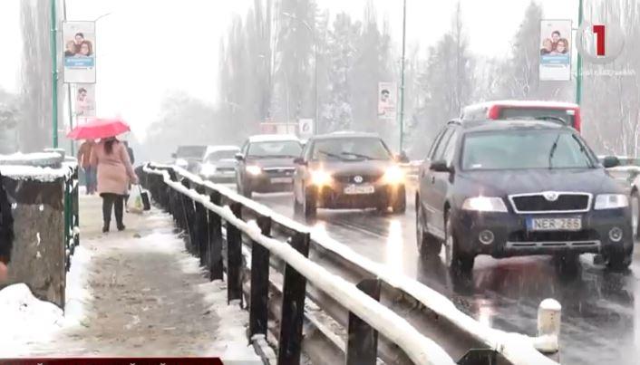 Через негоду на Закарпатті утворився транспортний колапс (ВІДЕО)