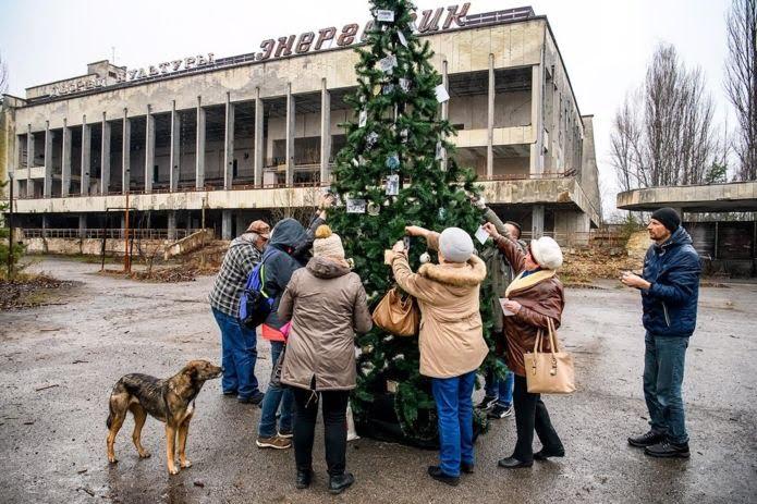 Вперше з моменту аварії у Чорнобильській зоні встановили новорічну ялинку (ФОТО)